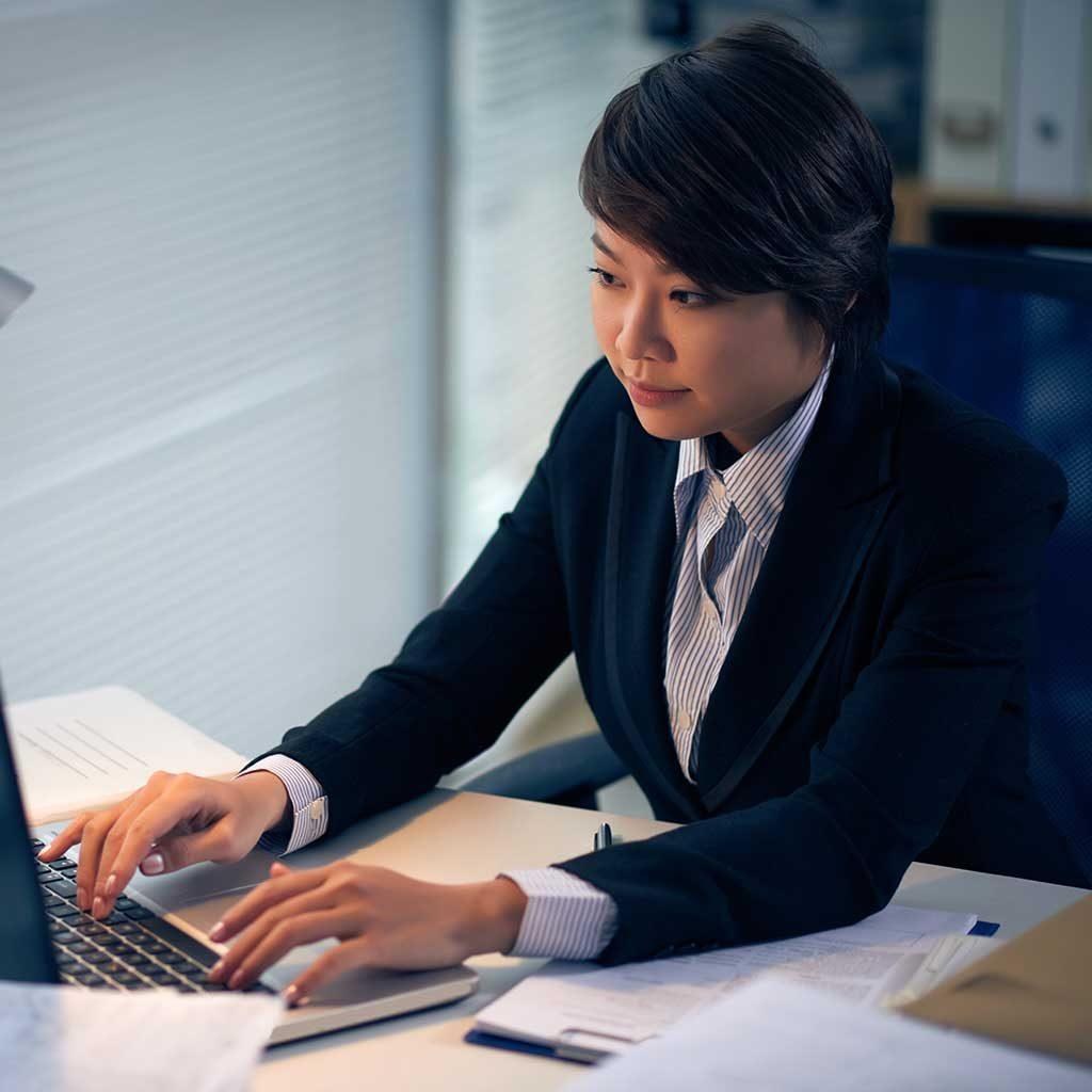 intern-lawyer-Y36GZX9